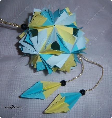 Всем привет!Вот увидела у Марии (Куся-Муся) эту красоту  http://stranamasterov.ru/node/200863 и срочно побежала резать бумажку. 30 модулей размер: 5*10 Брала три цвета фото 1