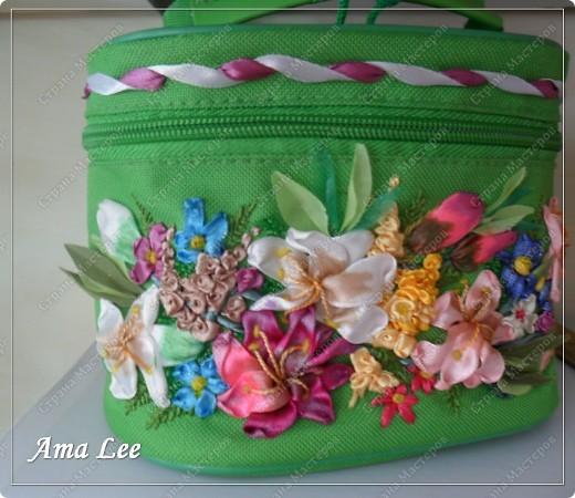 Доброго лета Вам!  Жила-поживала у меня простая сумочка для косметики от Ив Роше. А стала вот такая! :) фото 4