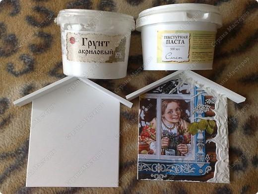 грунтуем заготовку,приклеиваем на ПВА распечатку,текстурной пастой выкладываем ствол дерева и ветки,хорошо просушиваем фото 1
