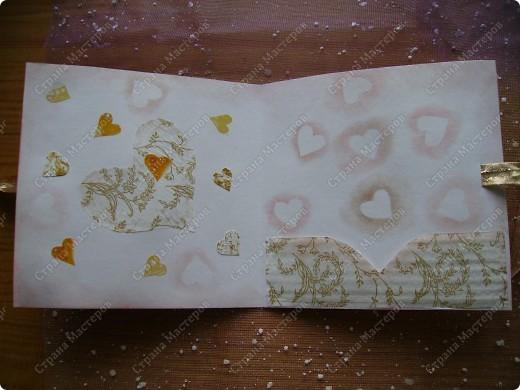 Училась делать розочки из атласной ленты. Ну и приспособила их. Красивый фон от старой открытки фото 11