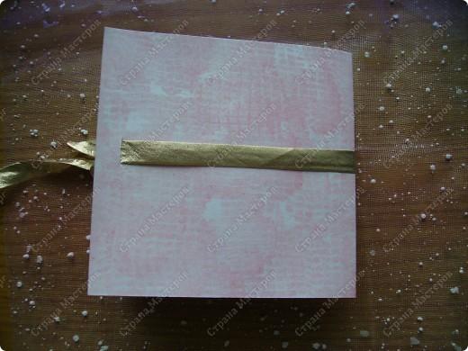 Училась делать розочки из атласной ленты. Ну и приспособила их. Красивый фон от старой открытки фото 12