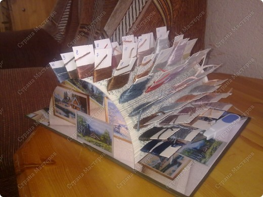 """В очередной раз копаясь в пакете с нитками (а цветов в этот раз 50) вспомнила, что в СМ видела такую подставку для записок https://stranamasterov.ru/node/219217?c=favorite , взяла какую то старую книгу и сделала себе """"органайзер"""" для ниток.....  фото 1"""