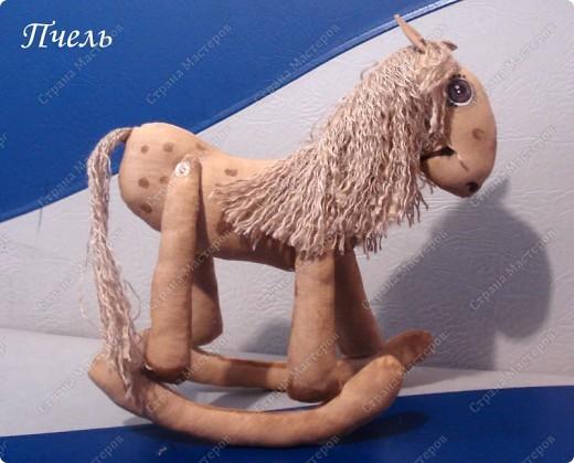 Я люблю свою лошадку- Причешу ей гриву гладко, Гребешком разглажу хвостик...