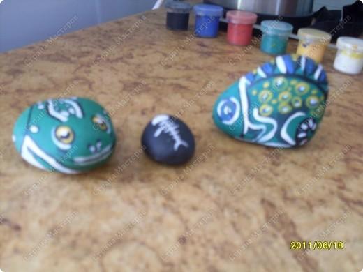 роспись на натуральных камнях. сделаю на заказ. Цена зависит от сложности и размера. Цена этих за маленький 100 руб. за большие 300 руб.