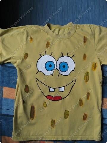 Из обычной желтой футболки - сделали с детьми футболку с любимым героем! Использованы акриловые краски для ткани. фото 1
