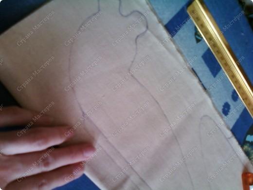 Попробуйте сшить улитку, это совсем не сложно, зато какой отличный подарок родным и знакомым! Выкройку прикладываем к ткани и обводим мелом. http://i040.radikal.ru/0911/f3/9069b57fbd2e.jpg Вот ссылка на выкройку, если нужно. Если захотите увеличить, то вверху на мониторе жмите вид-масштаб-увеличить и так несколько раз до нужного размера. фото 8