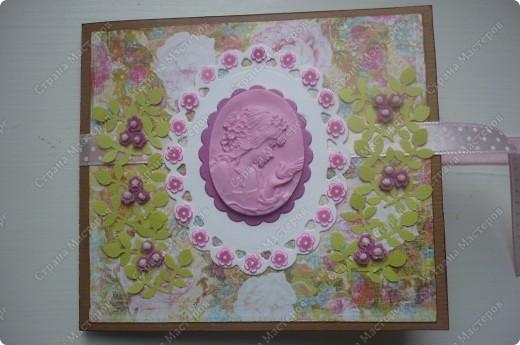 подарочный конверт (материалы: пастельная бумага, скрапбумага, ленточка в горох, штампы, вырубка, камея, цветочки все из пластики) фото 1