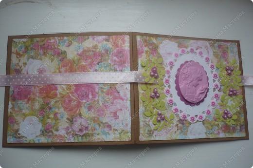 подарочный конверт (материалы: пастельная бумага, скрапбумага, ленточка в горох, штампы, вырубка, камея, цветочки все из пластики) фото 3
