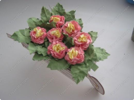 Садовая тележка с цветами выполнена вот по этому МК http://www.mastera-rukodeliya.ru/skrap/1215-sadovaya-telejka.html фото 2