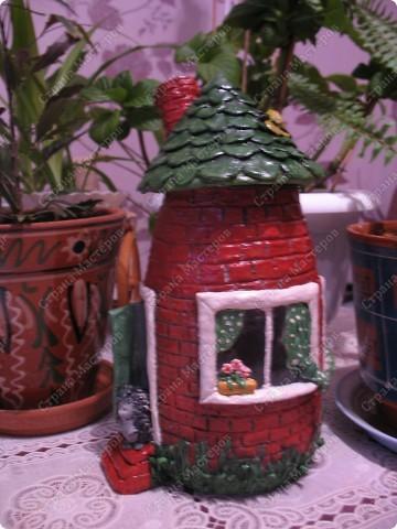 Первый домик. При зажженной свече воздух поступает через трубу фото 1