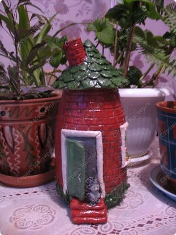 Первый домик. При зажженной свече воздух поступает через трубу фото 2