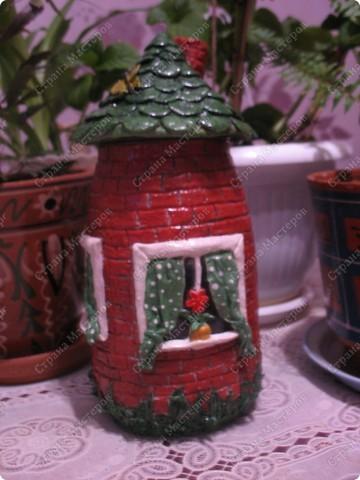Первый домик. При зажженной свече воздух поступает через трубу фото 3