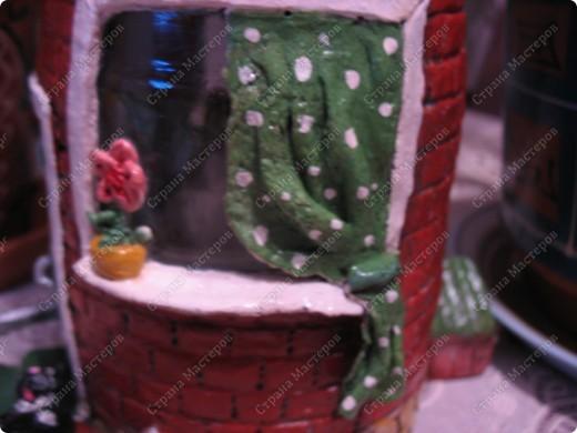 Первый домик. При зажженной свече воздух поступает через трубу фото 9