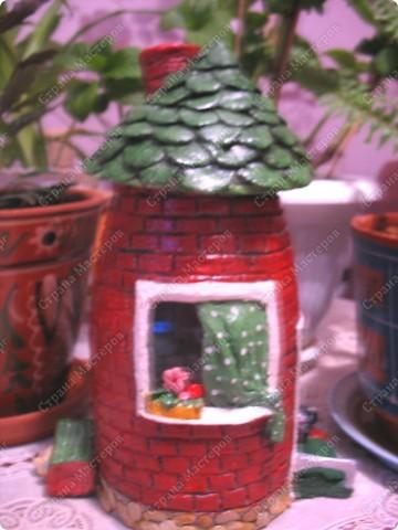 Первый домик. При зажженной свече воздух поступает через трубу фото 11