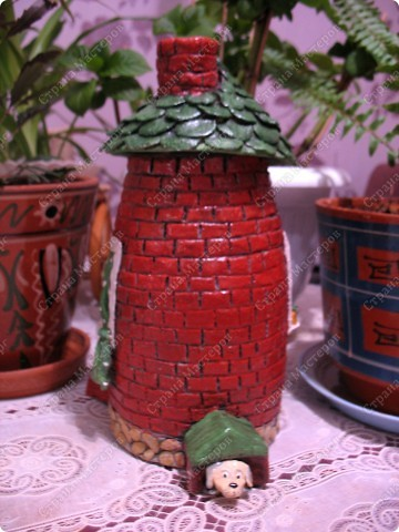 Первый домик. При зажженной свече воздух поступает через трубу фото 7