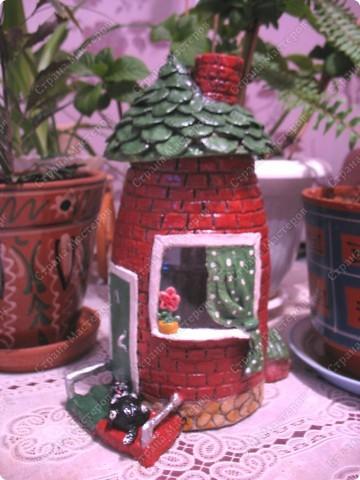 Первый домик. При зажженной свече воздух поступает через трубу фото 6