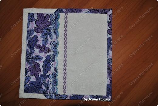 Салфеточка выполнена в стиле лоскутного шитья. Оформлена машинной вышивкой. фото 1