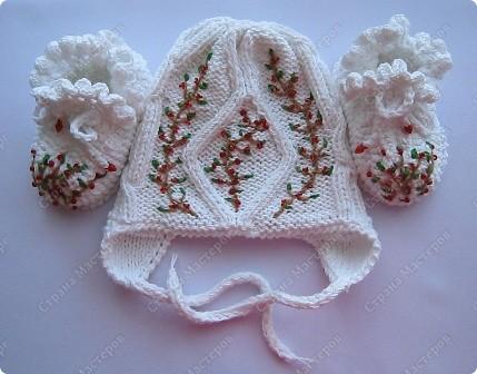 """Хотелось сделать что то простое и необычное, так получились 2 эти чудесные шапочки. """"Ягодки на снегу"""" и """"Золотой листопад"""". Может кому то понравится идея декора. фото 1"""