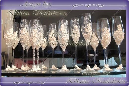 Это называется - Свадебный сезон в самом разгаре )))) - рабочий процесс, некоторые бокалы только после запекания, еще без росписи)) фото 16