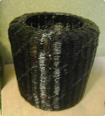 Подарочный кошачий домик. Трубочки из рекламок, в готовом изделии покрыты битумным лаком в один слой. фото 3
