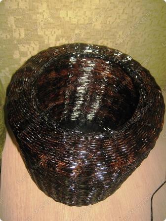 Подарочный кошачий домик. Трубочки из рекламок, в готовом изделии покрыты битумным лаком в один слой. фото 4