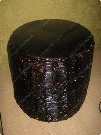 Подарочный кошачий домик. Трубочки из рекламок, в готовом изделии покрыты битумным лаком в один слой. фото 5
