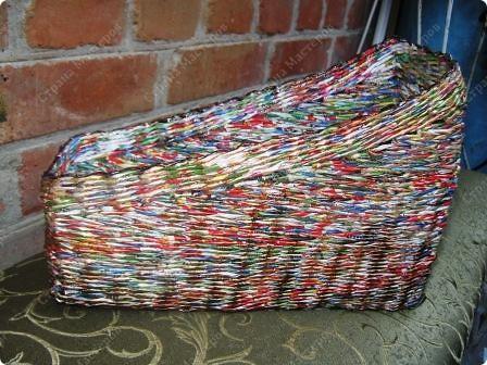 Подарочный кошачий домик. Трубочки из рекламок, в готовом изделии покрыты битумным лаком в один слой. фото 6