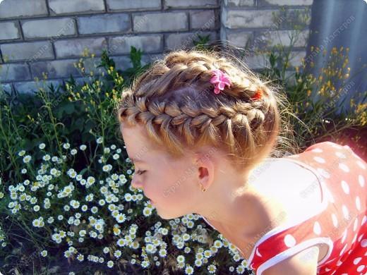 Лето... жара...и чтобы волосы не мешали, мы подбираем их в такую причёсочку...