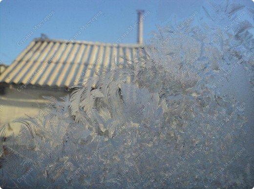 Пришла волшебница зима.Взяла она краски и расписала морозными узорами окна. фото 14