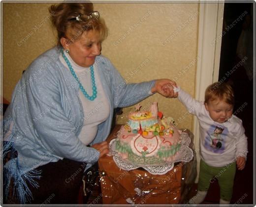 У моего крестничка 5 ноября было день рождения - он уже у нас взрослый - ведь ему исполнился годик!!! Его любимая бабушка Люба ( женщина с ЗОЛОТЫМИ ручками) испекла ему невероятный торт!!! Мне очень хочется Вам показать этот фееричный шедевр! фото 9
