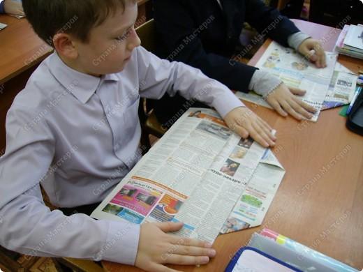 Несколько уроков технологии посвятили работе с макулатурой. Цель - научить детей видеть в старых газетах и журналах  материал для творчества. фото 14