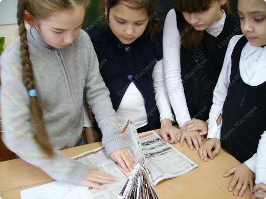 Несколько уроков технологии посвятили работе с макулатурой. Цель - научить детей видеть в старых газетах и журналах материал для творчества. фото 20