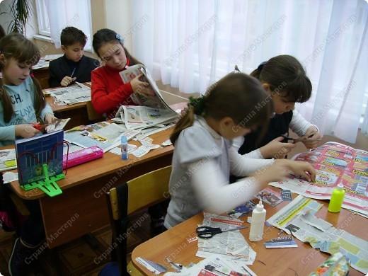 Несколько уроков технологии посвятили работе с макулатурой. Цель - научить детей видеть в старых газетах и журналах  материал для творчества. фото 7