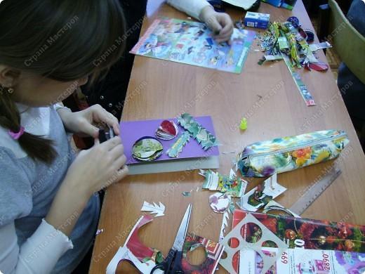 Несколько уроков технологии посвятили работе с макулатурой. Цель - научить детей видеть в старых газетах и журналах  материал для творчества. фото 28