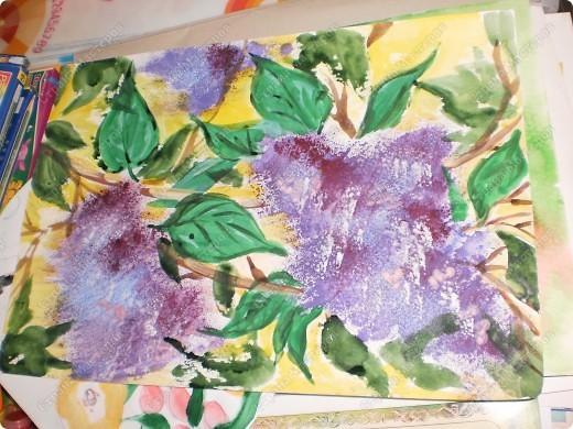 букет-маме!использовала:акварель,для фона,на губку нанесла гуашь,сделала штамповку,несколькими цветами-и вот СИРЕНЬ! фото 1