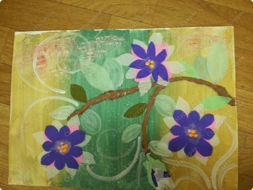 букет-маме!использовала:акварель,для фона,на губку нанесла гуашь,сделала штамповку,несколькими цветами-и вот СИРЕНЬ! фото 12