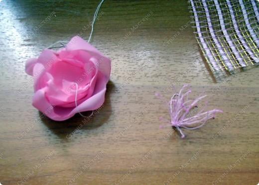 Я все ищу упрощенный и ускоренный вариант делания роз, пышных цветов из капрона, органзы и пр. материала. Летом пробовала делать капроновую розу из отдельных лепестков обжигом на свече.Получилось, но делала долго, утомительно сшивая  каждый лепесток. фото 15