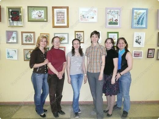 Сегодня члены нашего кружка по квиллингу вывешивали работы на выставку, которая будет проходить в г. Новосибирск, ул. Ильича, 4. Работы будут висеть до 1 июня (по предварительной договоренности). Всего мы повесили 66 картин. Устали!!!) фото 1