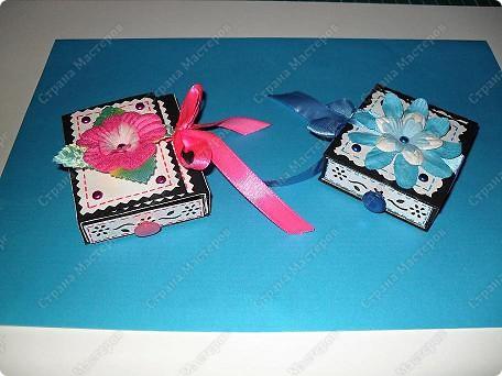 вот такие малышки размером со спичечный коробок с секретиком внутри...и открывающейся открыточкой под цветком... фото 1
