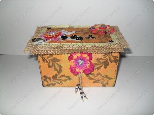 вот такие малышки размером со спичечный коробок с секретиком внутри...и открывающейся открыточкой под цветком... фото 2