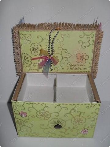 вот такие малышки размером со спичечный коробок с секретиком внутри...и открывающейся открыточкой под цветком... фото 6