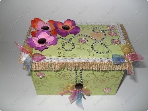 вот такие малышки размером со спичечный коробок с секретиком внутри...и открывающейся открыточкой под цветком... фото 5