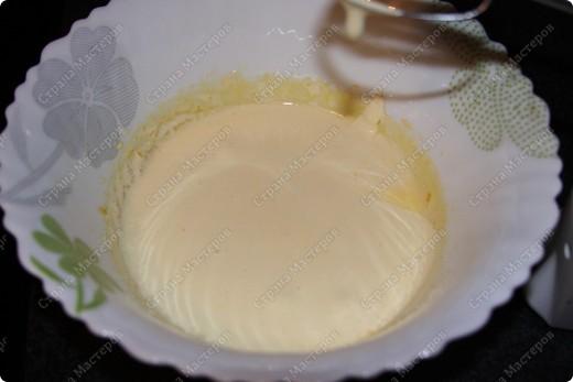 """Нам потребуеться:500 грамм маскарпоне (заменяется любым сливочным сыром, например """"филадельфией"""") 150 грамм сахара (лучше пудры) 4 яйца, 400-500 гр печенья бисквитного, я брала бисквит шоколадный. 1 чашка крепкого кофе espresso, немного ликера...(если будут кушать дети то не надо) горький какао-порошок шоколадная стружка. фото 5"""