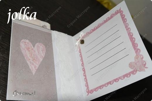 Вот такая нежная открыточка получилась у меня. Материалы: картон с тиснением, скрап-бумага, тесьма, декоративные цветы, полубусины, надпись-наклейка фото 3
