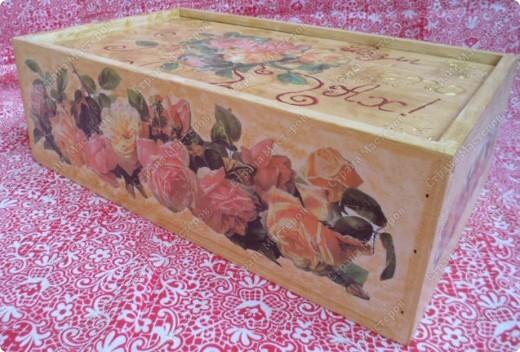 Ящик из-под фужеров, декорированный декупажной картой. фото 2