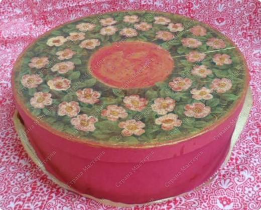 Коробка из-под сервиза, декорированная круглой салфеткой. фото 2