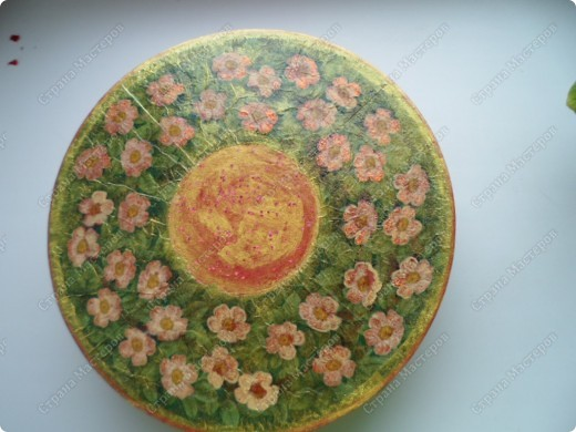 Коробка из-под сервиза, декорированная круглой салфеткой. фото 3