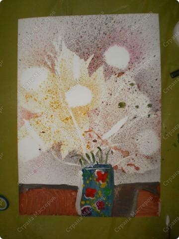 букет-маме!использовала:акварель,для фона,на губку нанесла гуашь,сделала штамповку,несколькими цветами-и вот СИРЕНЬ! фото 22