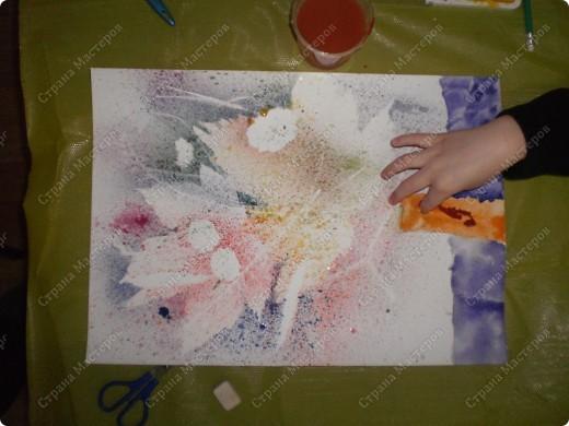букет-маме!использовала:акварель,для фона,на губку нанесла гуашь,сделала штамповку,несколькими цветами-и вот СИРЕНЬ! фото 23