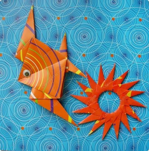 Это проба новой бумаги для оригами. Фон, рыбка, звезда - из нового набора. фото 1